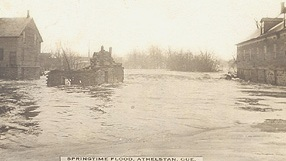 Springtime flood, Athelstan, 1917. (Photo - Farfan Collection)